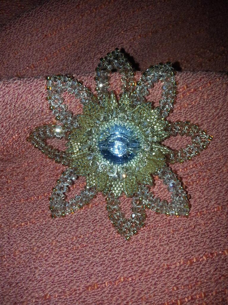 Spilla a fiore con cristalli swarovski