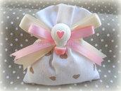 Bomboniera sacchetto cuori con mongolfiera in gesso rosa