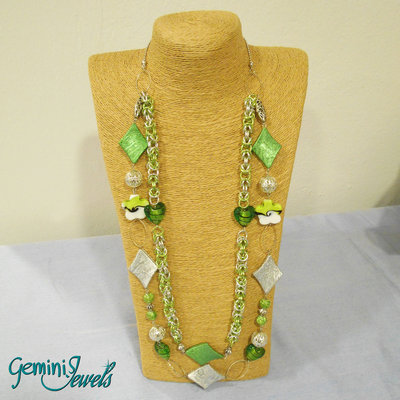 Collana lunga a due file verde e argento con chainmaille
