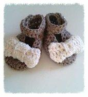 Scarpine stile ballerina ad uncinetto,per bambina, in lana anallergica o cotone nel colore  grigio,marrone e bianco panna - Modello Idra-