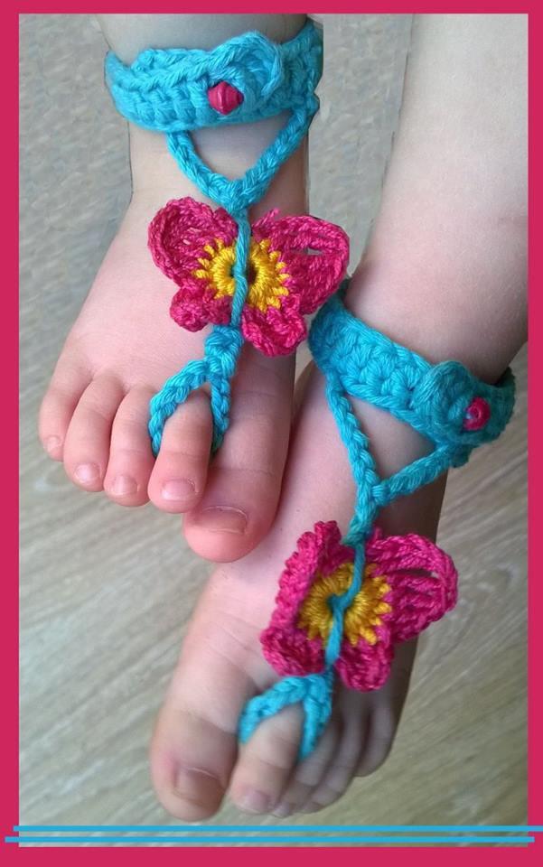 Sandali a piedi nudi realizzati ad uncinetto, in cotone fucsia,turchese e giallo. -Modello sole-