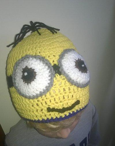 Cappello berretta uncinetto ispirato ai Minions realizzato ad uncinetto, in lana o cotone giallo,blu. .Modello mini-