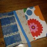 Custodia per libri con stoffe colorate