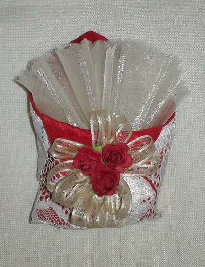 Bomboniera matrimonio bustina origami in pizzo rosso