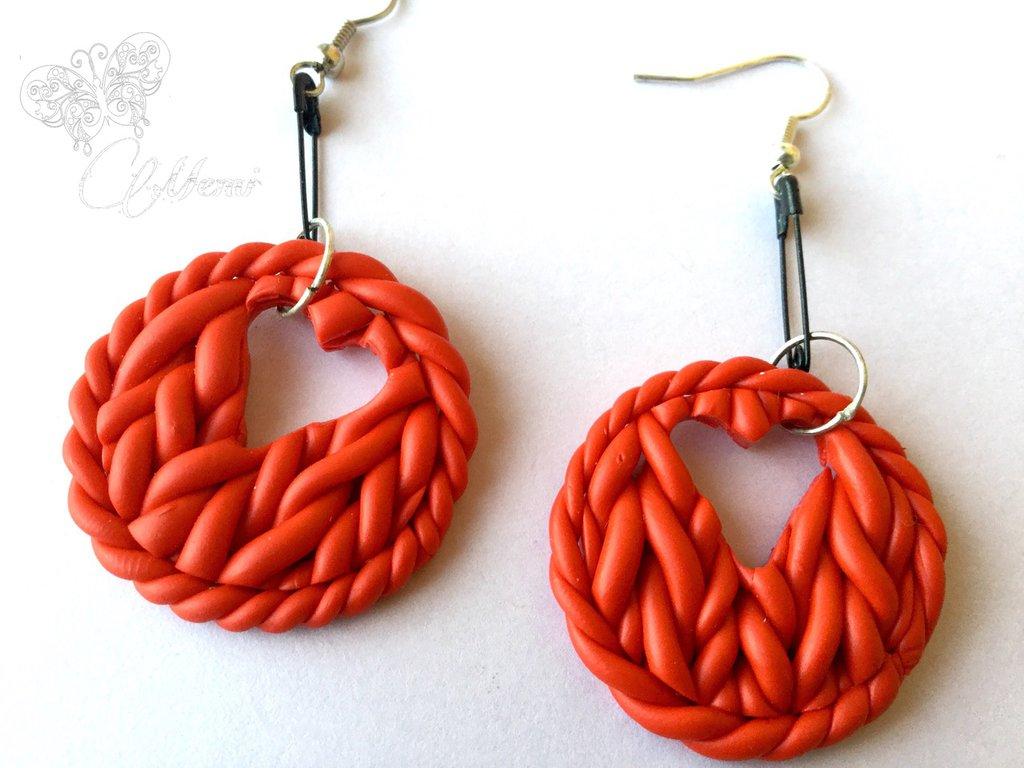 Orecchini effetto maglia in finta lana rossa con sagoma cuore- fimo - handmade