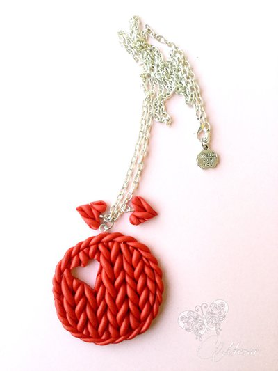 Collana effetto maglia in finta lana rossa con cuori - fimo - regalo san Valentino -