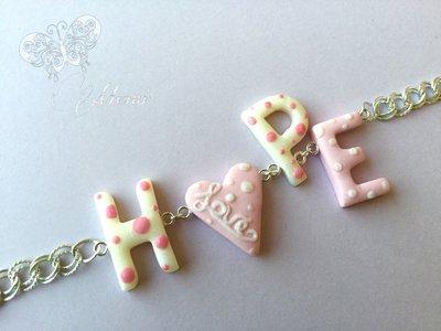Bracciale rosa e bianco con scritta HOPE - speranza - in pasta polimerica