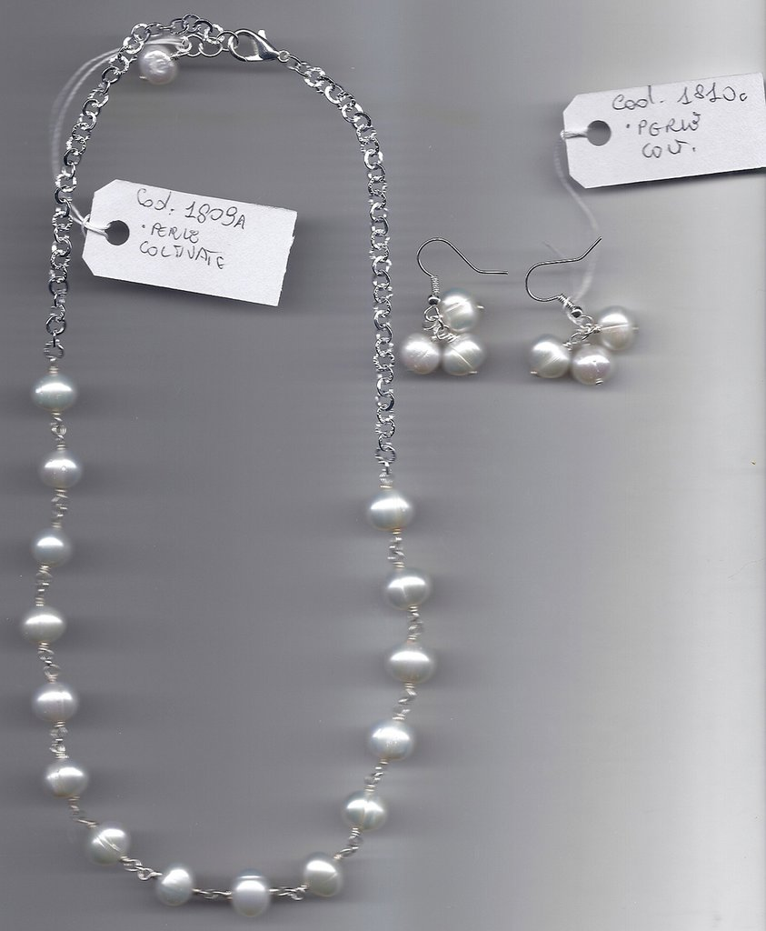 Completo in perle coltivate.