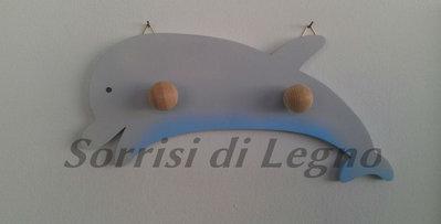 Appendino in legno porta oggetti delfino con doppio pomello