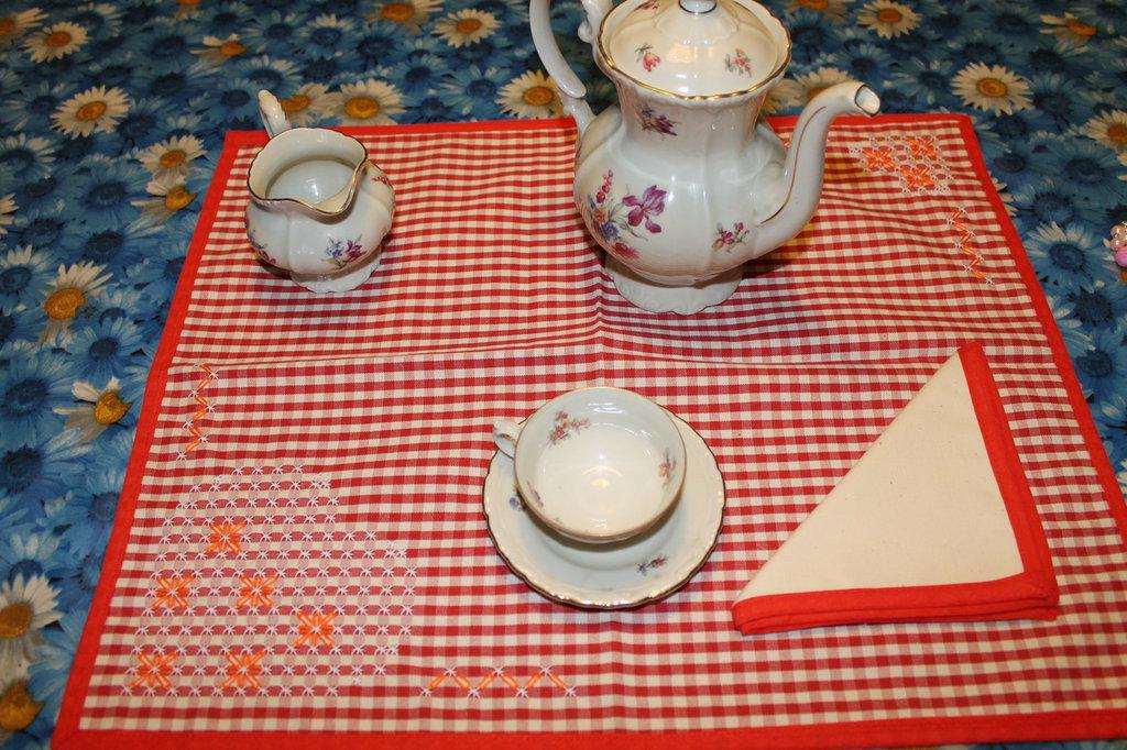 Tovaglietta per la colazione color rosso a quadretti