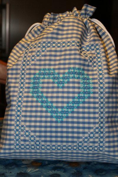 Sacchetto per il pane a quadretti blu con cuore
