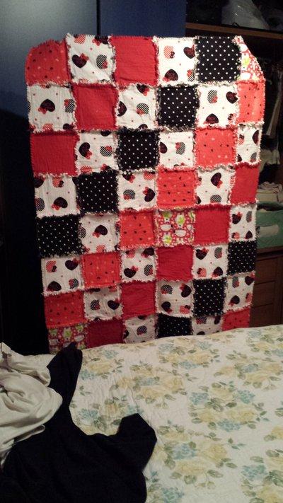 Coperta rossa nera e bianca in flanella in patchwork