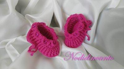 Scarpine neonata lavorate a mano