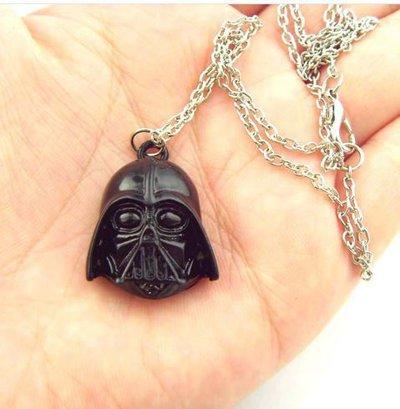 Collana con ciondolo maschera in metallo Darth Vader  saga Star Wars idea regalo