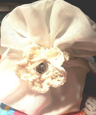 fiore all'uncinetto per bomboniere portaconfetti personalizzabile per matrimonio comunione o cresima