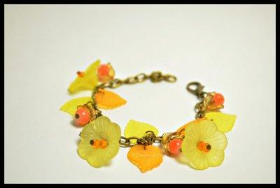 Bracciale con fiori di lucite color giallo