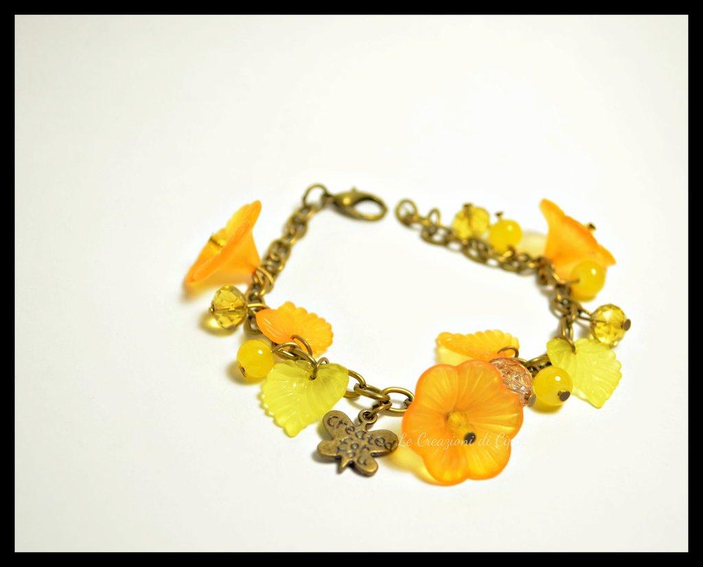 Bracciale con fiori di lucite color arancio