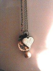 collana lunga in metallo con pendente