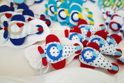 20 Aeroplanini colorati per le bomboniere del battesimo, comunione o cresima del tuo bambino