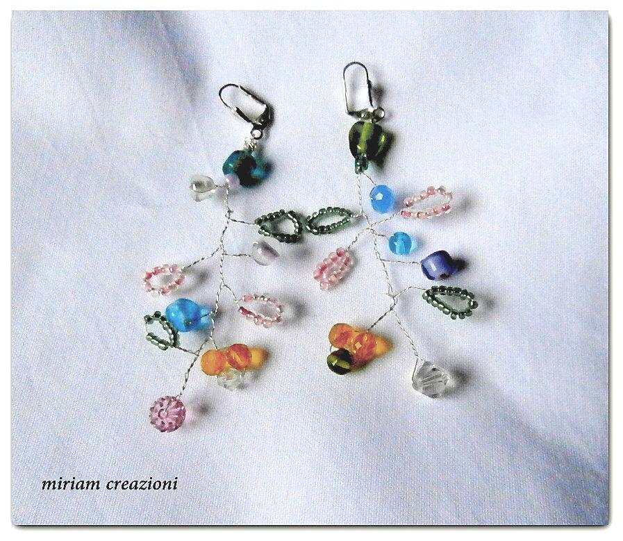 orecchini a forma di ramoscelli fioriti ( perline)