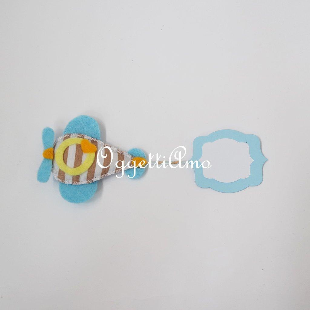 Etichette per i contenitori di caramelle del vostro candy table a tema 'Aeroplanini tra le nuvole': colorati aeroplani per indicare il gusto dei vostri dolcetti