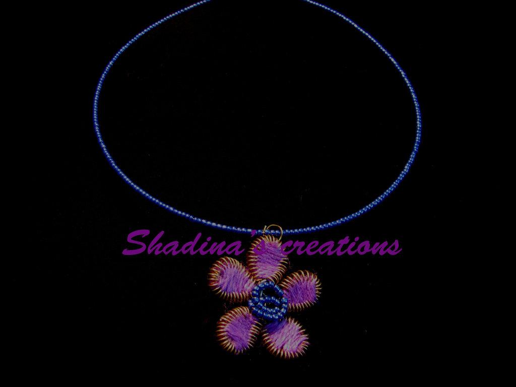 Collana fiore viola rigida