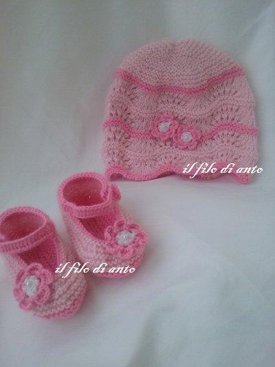 Scarpine con cappellino in rosa e fucsia con fiori
