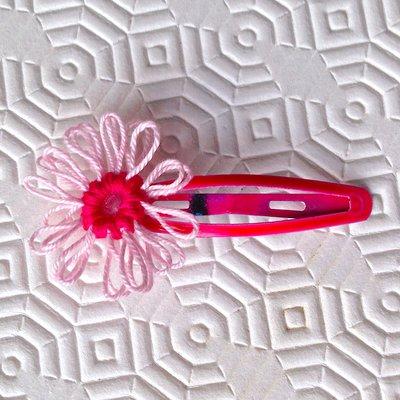 Mollettina per capelli fucsia con margherita rosa e fucsia in cotone, fatta a mano