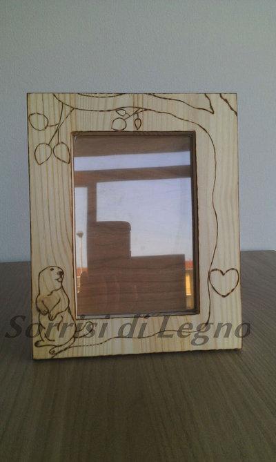 Portafoto in legno con marmotta e albero con cuore