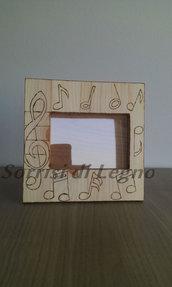 Portafoto in legno con note musicali