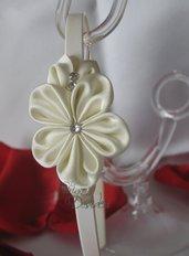 Cerchietto con fiore kanzashi bianco e strass