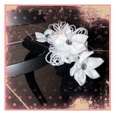 Cerchietto nero a fiori bianchi
