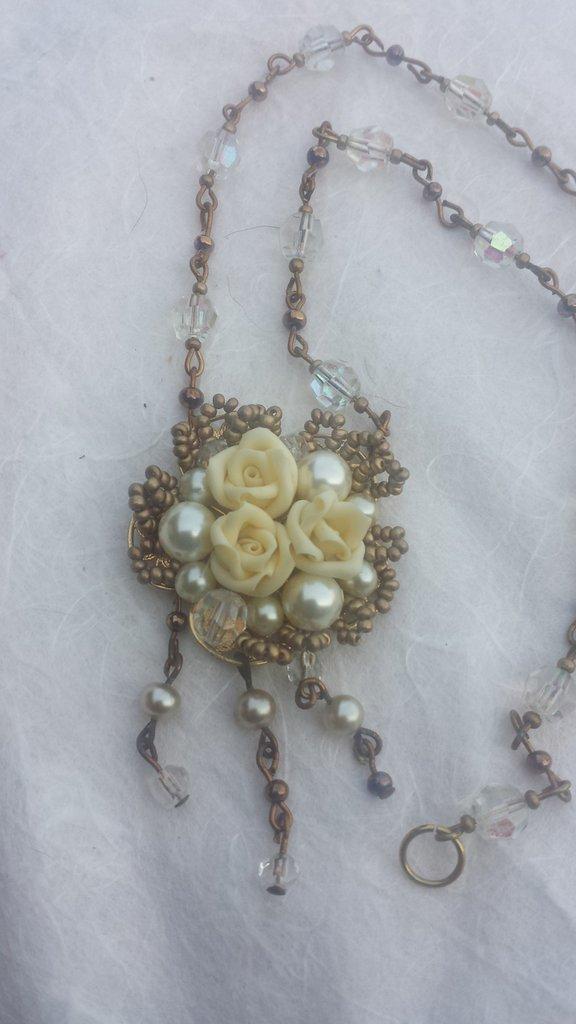Collana in metallo perle di vetro e cristalli
