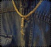 Collana di perline e ciondolo croce
