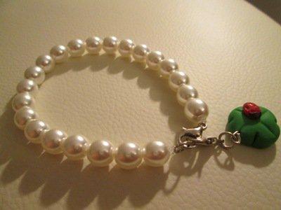 Bracciale in perle con charm