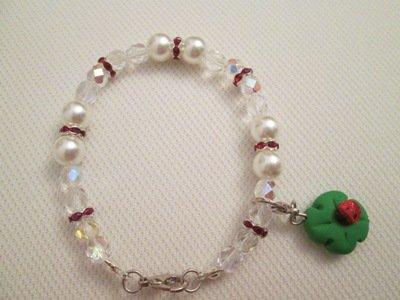 Bracciale in perle di vetro e cristalli