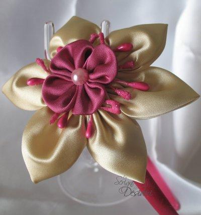 Cerchietto in raso fucsia con doppio fiore beige e fucsia