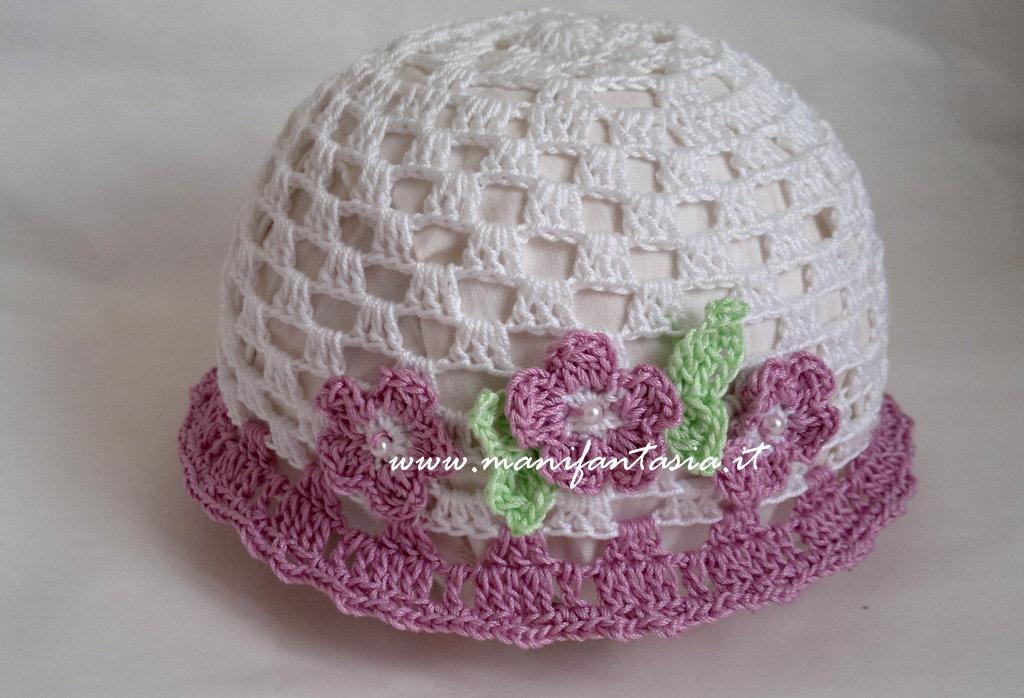 cappellino uncinetto bimba teneri fiorellini