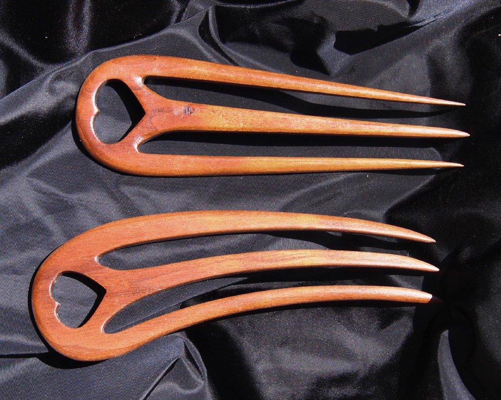 Coppia forcine fermacapelli in legno di noce