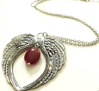 Collana lunga con ciondolo ali d'angelo e pietra in vetro colorato idea regalo per lei