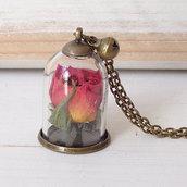 Collana lunga con campana di vetro e rosa