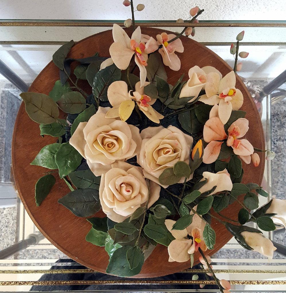 centrotavola rose e orchidee