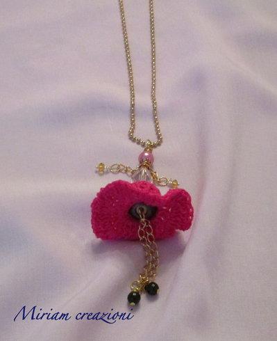 bambolina gioiello con perle uncinetto