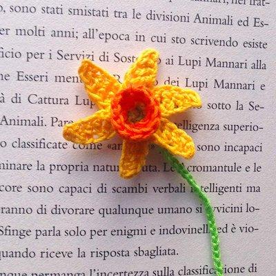 Segnalibro con narciso giallo e arancione e foglia per for Narciso giallo