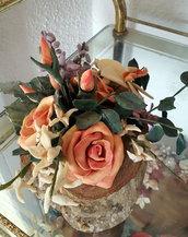 composizione floreale in porcellana fredda dipinta a mano
