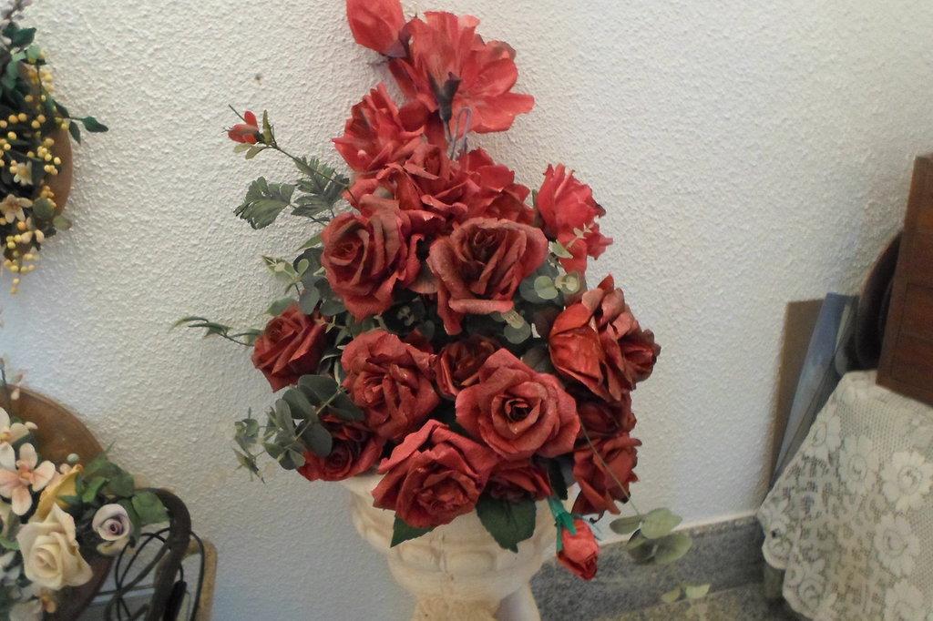composizione gigante rose rosse fatte a mano