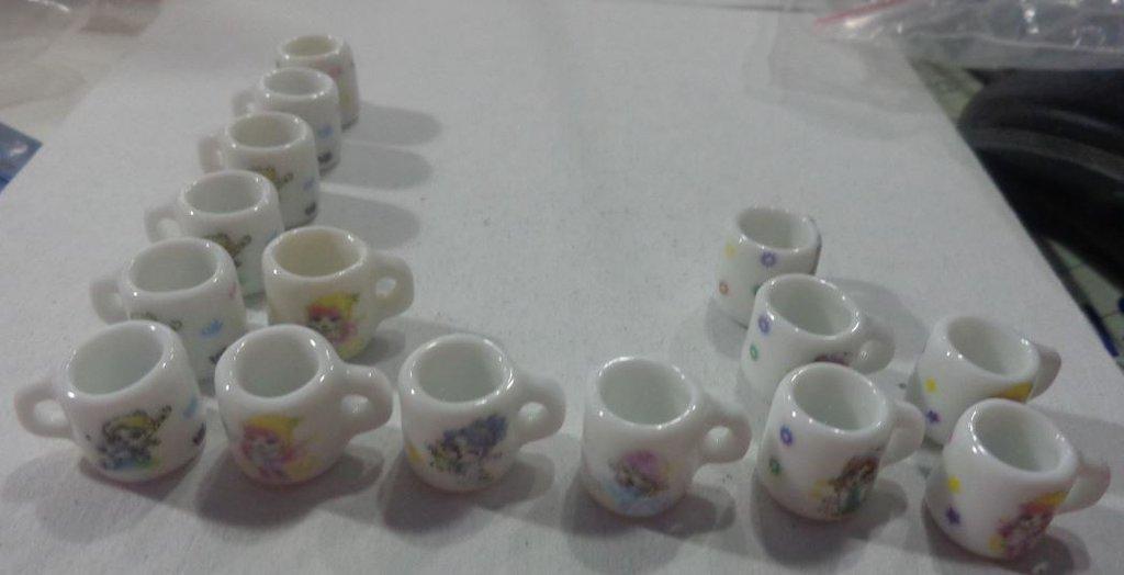 50% DI SCONTO - 15 Mini Tazzine GIRL in Porcellana