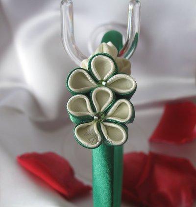 Cerchietto verde con decoro floreale kanzashi verde e bianco
