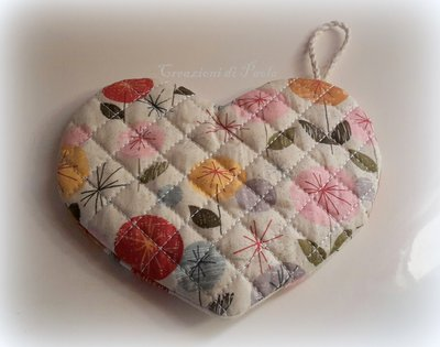 Presina a forma di cuore con stoffa a fiori