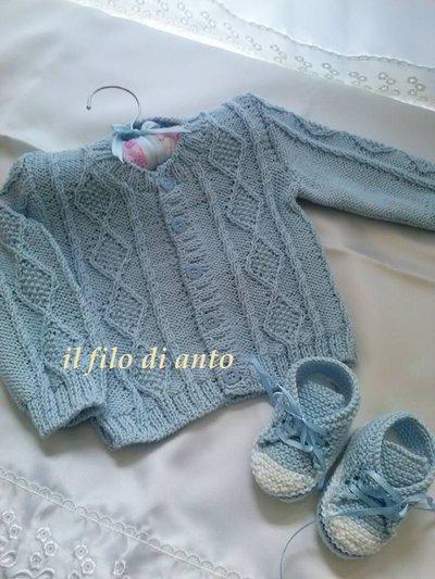 Giacchino azzurro in cotone con scarpine